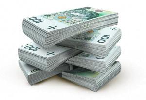 banknoty 100zł na pożyczki ułożone na kupce