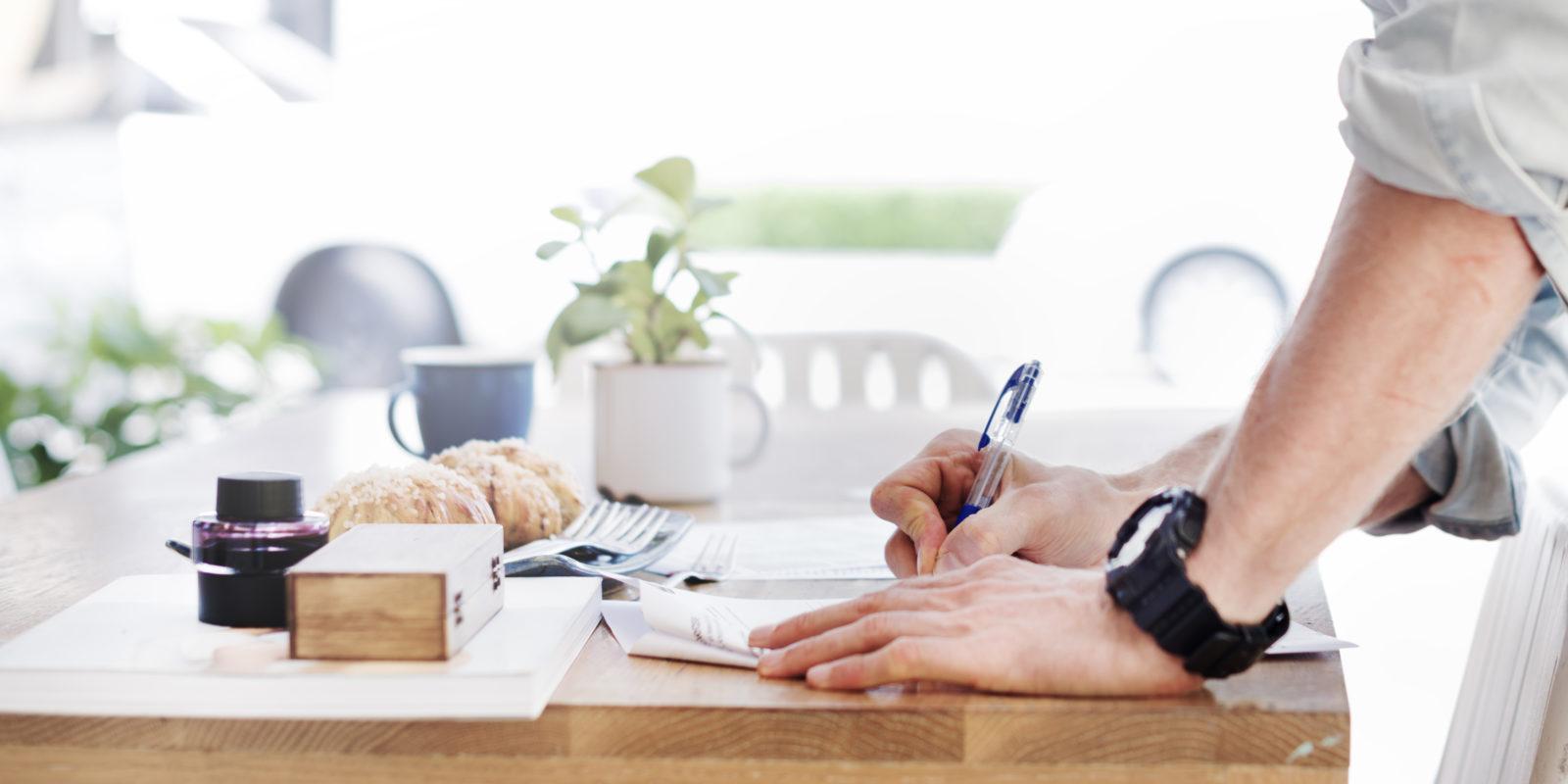 Podpisywanie umowy pożyczki.